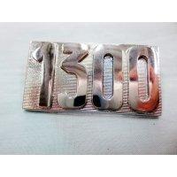 1300 エンブレム